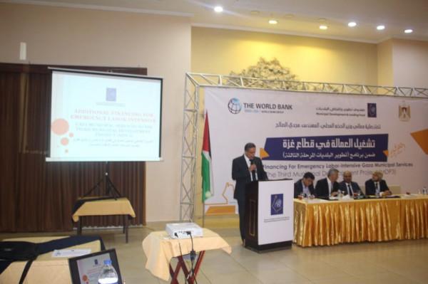 صندوق تطوير وإقراض الهيئات المحلية يُطلق المشروع الطارئ لتشغيل العمالة بغزة