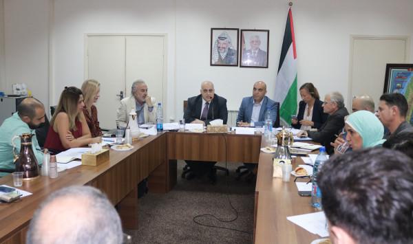 أبو جيش: الحكومة الفلسطينية لم تقبل بحلول اقتصادية مقابل حقوقنا الوطنية