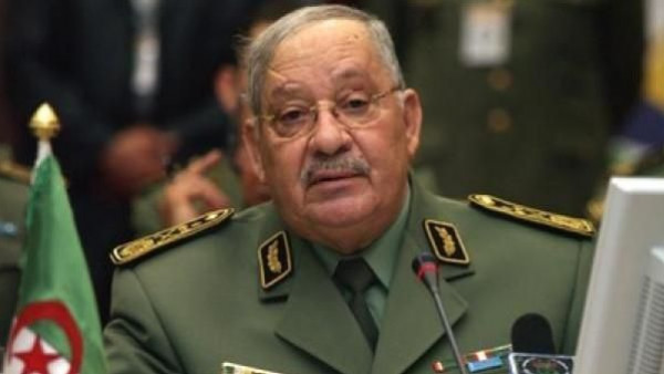 قائد الجيش الجزائري يحذر من محاولات اختراق مسيرات الاحتجاج