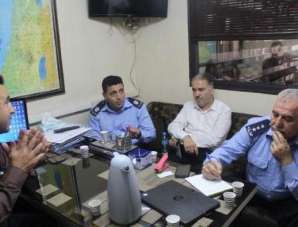 المركز المتنقل ينظم زيارات ميدانية للاستماع لشكاوى وملاحظات المواطنين بالخليل