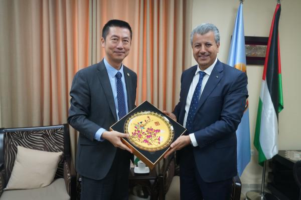 أمين عام مجلس الوزراء يطلع السفير الصيني على أعمال الحكومة