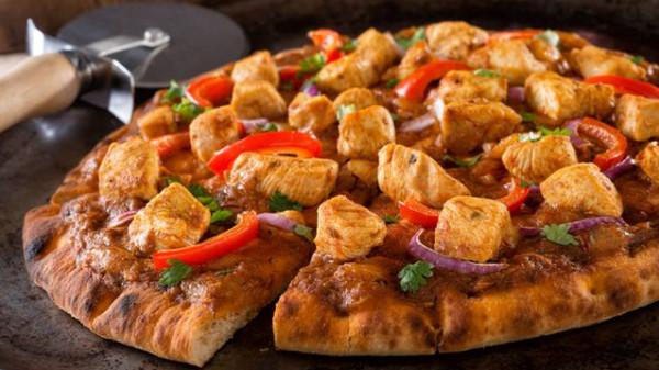 طريقة عمل بيتزا بصدور الدجاج