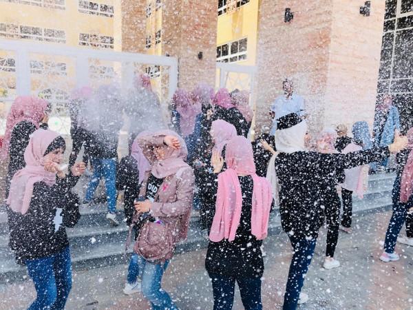 صور: طلاب الاعلام بجامعة الازهر يحتفلون بالتخرج بطريقة مميزة