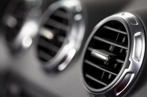 لتجربة قيادة مريحة.. كيف يمكنك تحسين عمل مكيف السيارة في الصيف؟