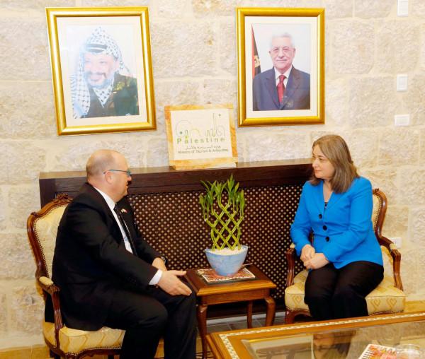 فلسطين ومالطا يبحثان آفاق التعاون المشترك