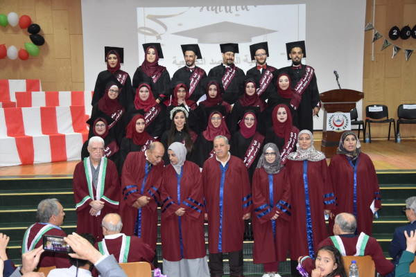 كلية المقاصد الجامعية للتمريض تحتفل بتخريج الفوج السادس
