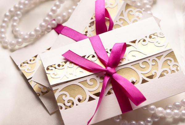 بطاقات الزفاف متى وكيف ترسلينها