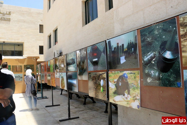 الشرطة تفتتح معرض صور الاجسام المشبوهة بجامعة النجاح الوطنية
