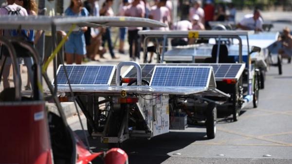 سباق للسيارات الشمسية في قبرص لتوعية الجمهور حولها