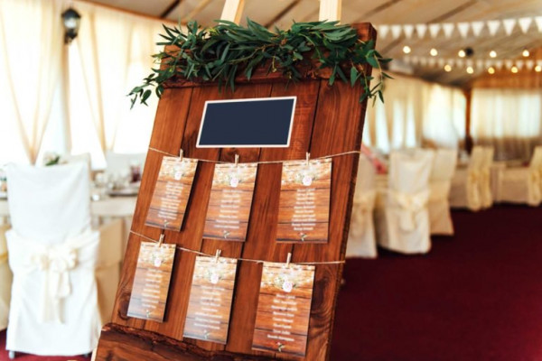 تجنبي مشاركة هذه التفاصيل حول زفافك على الإنترنت