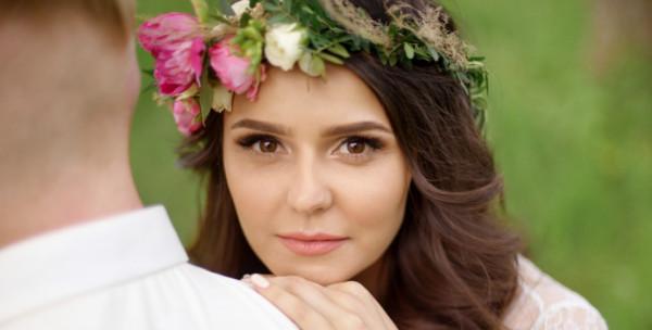 استعدادًا لجلسة تصوير الخطوبة.. 4 إطلالات مكياج طبيعية وناعمة لعروس 2019