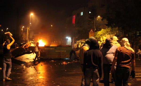 إصابة أربعة مواطنين خلال مواجهات مع الاحتلال في الخليل