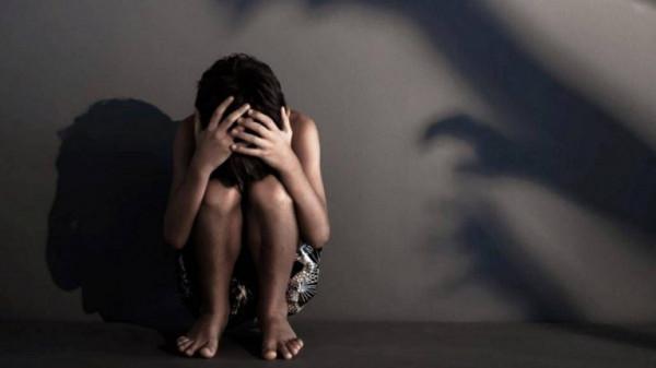 عصابة تختطف قاصرًا وتغتصبها بشكل جماعي لمدة 7 أيام