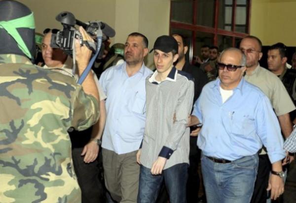 13 عامًا على اختطاف شاليط من داخل دبابته شرقي قطاع غزة