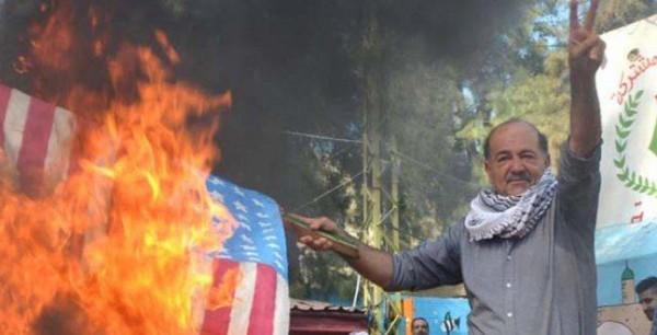 """إضراب يشل مخيمات لبنان وإحراق علمي """"إسرائيل"""" وأمريكا"""