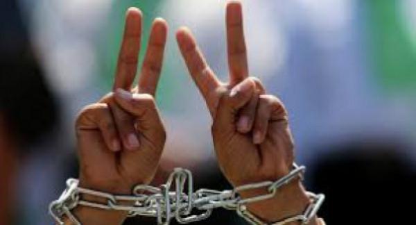 عشرة أسرى يواصلون إضرابهم عن الطعام ضد الاعتقال الإداري وظروفهم الصعبة