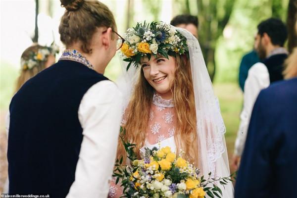 أغرب زفاف هذا الأسبوع.. العروسين بالكاجوال والاحتفال في غابة