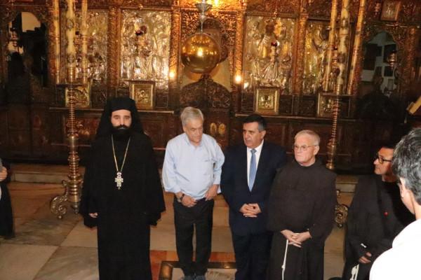 سلمان يشارك في استقبال رئيس جمهورية تشيلي على بلاط كنيسة المهد
