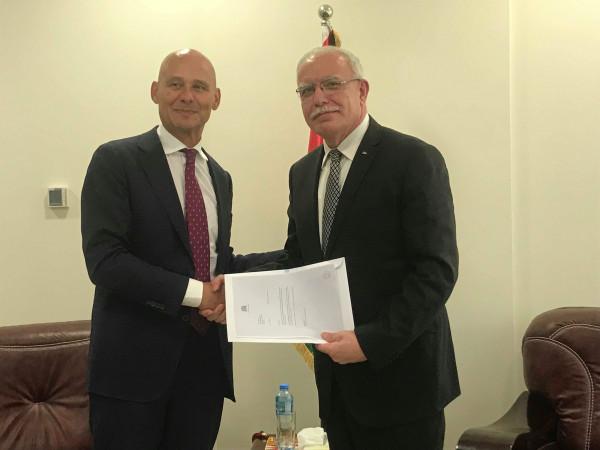 المالكي يتسلم نسخة من أوراق اعتماد ممثل هولندا الجديد لدى فلسطين