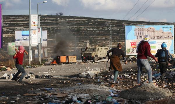 خلال مواجهات مع الاحتلال.. إصابة شاب دهساً وآخرين بالمطاط في رام الله