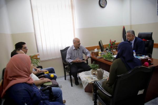 محافظ طولكرم يجتمع مع مختصين ضمن حملة للكشف عن محطات الهاتف