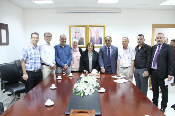 وزيرة الصحة تجتمع بنقابة الصيادلة وتدعو لدعم الأدوية الوطنية