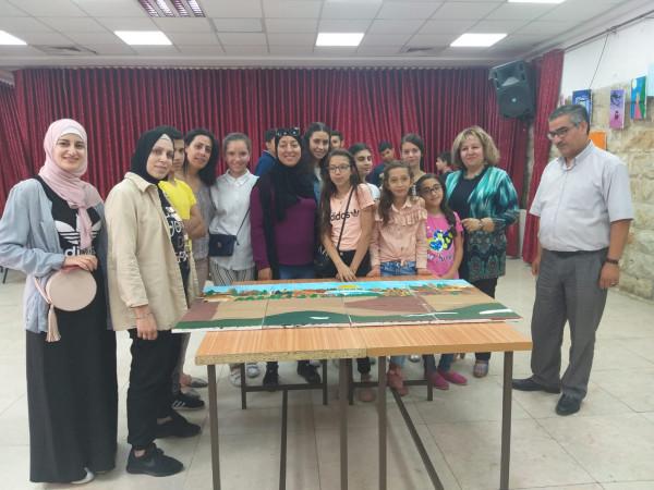 المركز النسوي الثوري سلوان يقيم معرض ريشة مقدسية