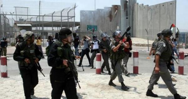 الاحتلال يُغلق حاجز قلنديا