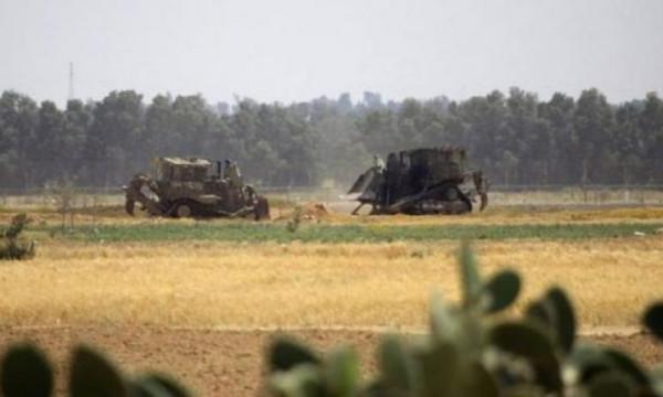 توغل محدود لآليات الاحتلال شرقي خانيونس.. والزوارق تُطلق النار شمال القطاع