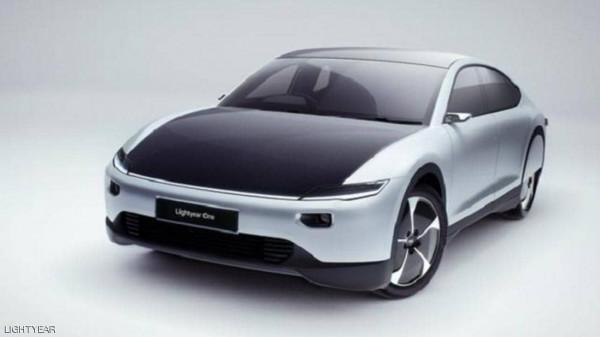 شركة تكشف عن سيارة شمسية خارقة بسعر فلكي