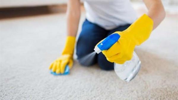 استخدمى أدوات زوجك.. أسرع طريقة لإزالة بقع السجاد