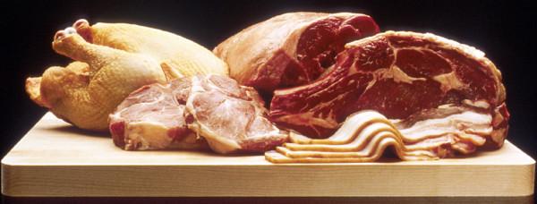 """انخفاض طفيف على أسعار """"اللحوم الحمراء"""".. واستقرار بأسعار """"الدواجن"""" وتوقعات بارتفاع """"السمك"""""""