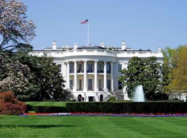 يضم 132 غرفة.. نظرة على البيت الأبيض