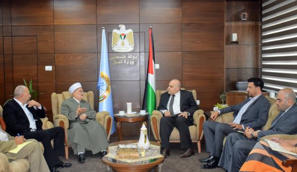 """صندوق التشغيل و""""فجر القدس"""" يتفقان على تنفيذ برامج لدعم المشاريع الريادية بالقدس"""