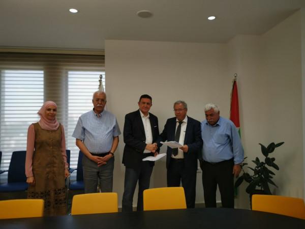 كهرباء القدس توقع اتفاقية لشراء الطاقة الكهربائية من محطة الطاقة الشمسية في بيت ساحور