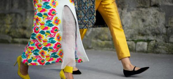 شاهدي: أفكار لتنسيق الحذاء الأصفر في الصيف
