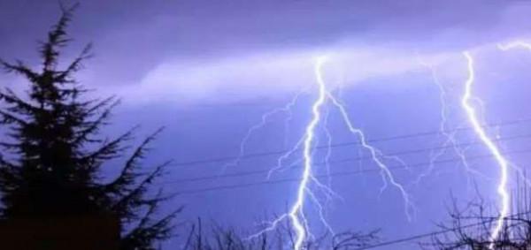 مصرع ستة سياح أجانب باليونان في عواصف بَرَدِّية عنيفة