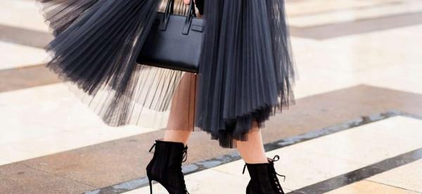 شاهدي طرق تنسيق فستان التُل مع إطلالة الكاجوال
