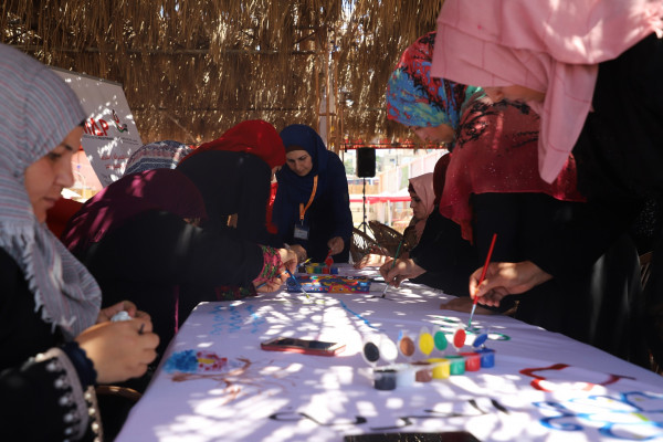 جدارية بأنامل النساء الناجيات من العنف تعبر عن احلامهم بحياة كريمة خالية من العنف