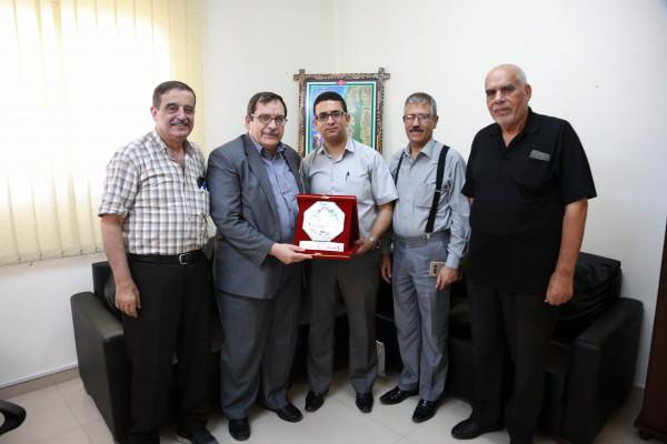 جامعة الأزهر تهنئ المنسق العام للمكتب الوطني لإعادة إعمار غزة بمنصبة الجديد