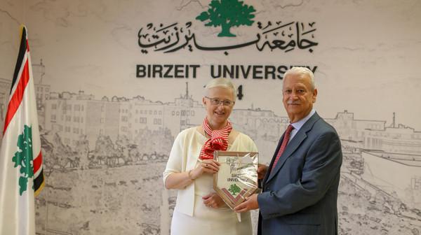 جامعة بيرزيت تبحث مع القنصلية البلجيكية سبل التعاون
