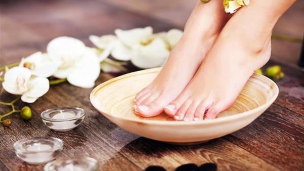 3 وصفات مذهلة لعلاج تشقق القدمين