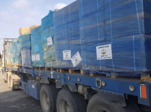 وزارة الصحة تُسيّر قافلة أدوية إلى مستودعاتها بقطاع غزة