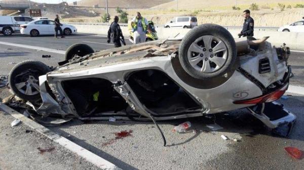 مصرع إسرائيليين في حادث انقلاب مركبة على طريق أريحا