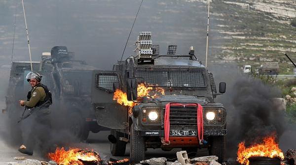 شاهد: لحظة اندلاع النيران في جيب عسكري اسرائيلي شرق القطاع