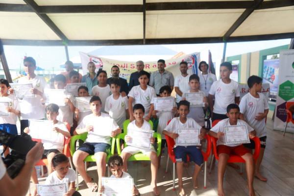 مدرسة S.D.R تختتم حفل تخريج دورة سباحة بمدينة شارم بارك بغزة