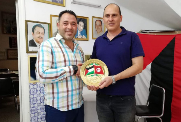 وفد من مدرسة S D R يزور مقر الرئيس ياسر عرفات بتونس