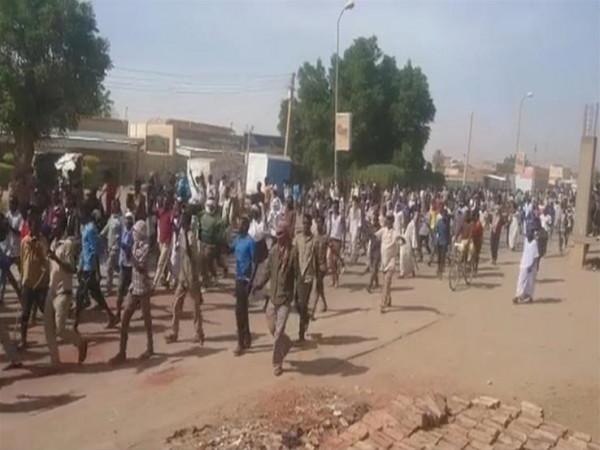 آلاف السودانيين يتظاهرون إحياءً لذكرى 40 يوماً على فض الاعتصام