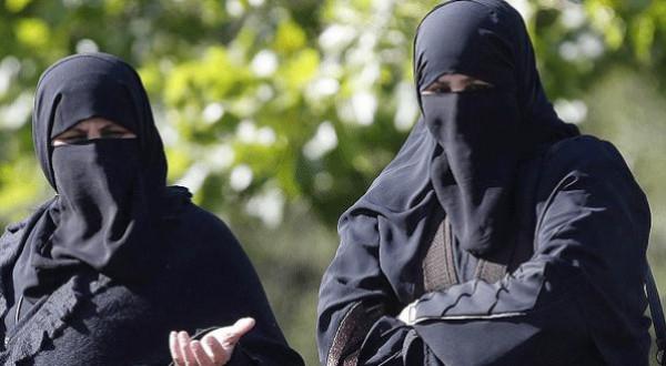 الحكومة التونسية: قرار منع النقاب داخل مقرات الدوائر الحكومية لا رجعة فيه