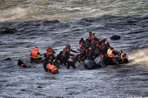 ارتفاع عدد ضحايا غرق سفينة مهاجرين أمام السواحل التونسية إلى 82